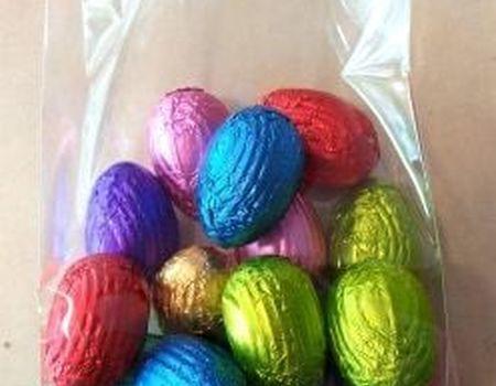 Sachet d'œufs mélanges pralinés, pistache, caramel figurines creuses etc..